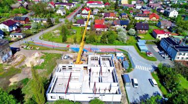 Budowa...Rozpoczęto montaż stropu budynku nowego przedszkola